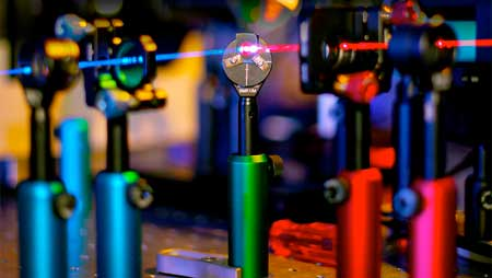 The nanomesh's properties mean it can change the colour of laser light. (Image: Ventsislav Valev and Alex Murphy)